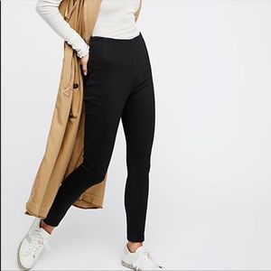Free People Black pull on Jean Jeggings